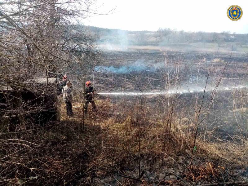Спалив п'ять гектарів трави та сарай сусіда: на Черкащині піймали любителя вогню