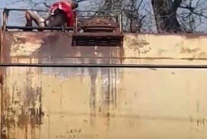 На Черкащині 16-річного хлопця вразило струмом, коли той піднявся на вагон