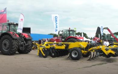 """Сучасне обладнання, трактори та комбайни: що представляли на відкритті """"AGROSHOW UKRAINE-2021"""""""