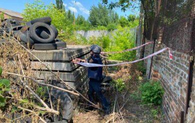 Поміж плит на Черкащині знайшли гранату (Фото)