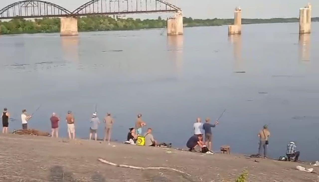 рибалки біля Дніпра
