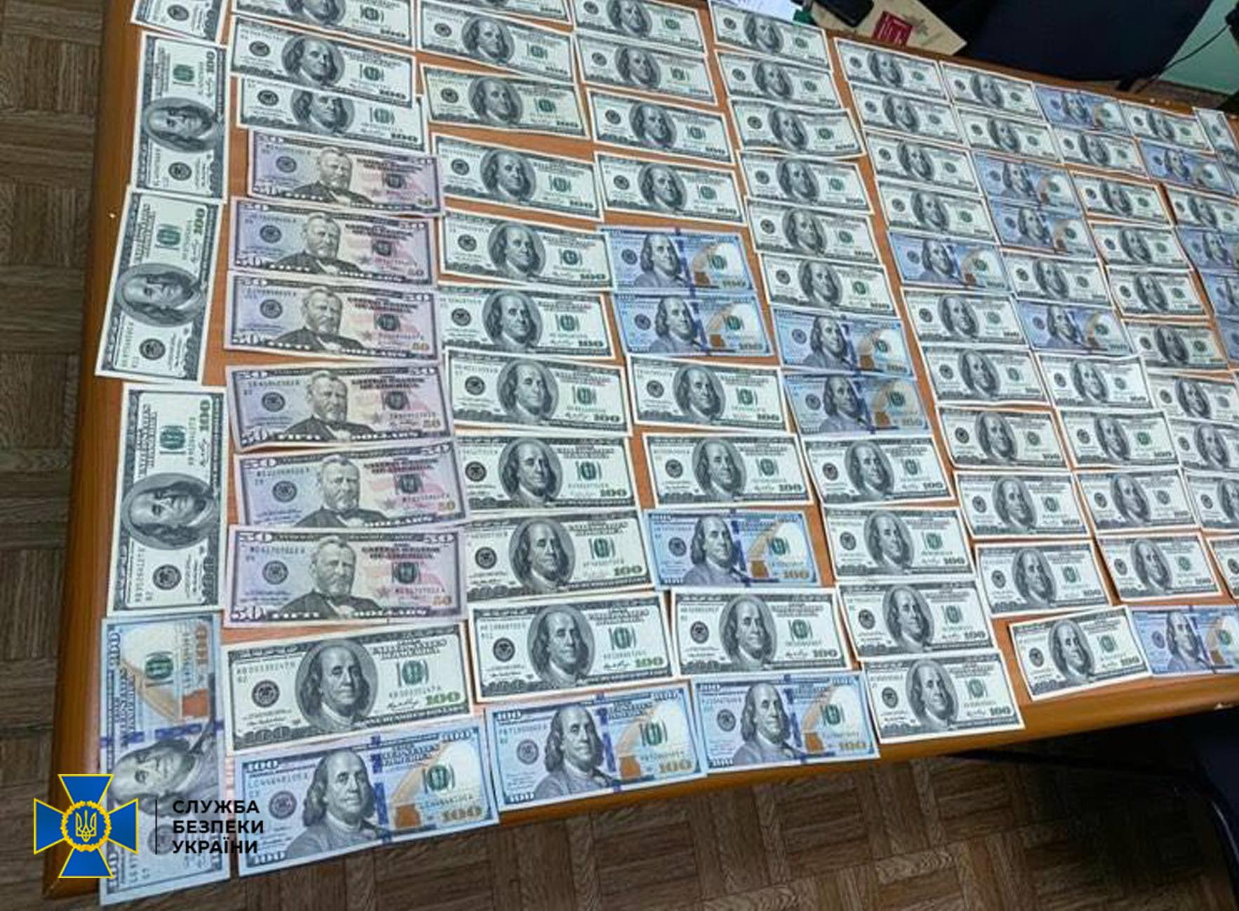 10 тис. доларів хабаря