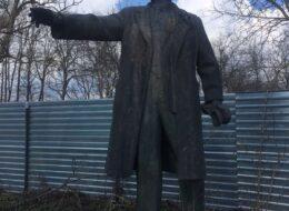 памятник леніну