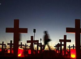 хрести на кладовищі