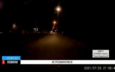 У Черкасах позашляховик зніс на перехресті легковий автомобіль (ВІДЕО)