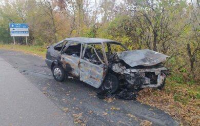 Серед дороги на Черкащині загорілася машина: четверо людей у лікарні (Фото)